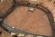Siena / Siena is na Firenze de mooiste stad van Toscane met als hoogtepunten het schelpvormige plein Piazza del Campo, het Palazzo pubblico, de kathedraal en het jaarlijkse evenement de paardenrace Palio di Siena