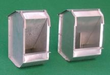 Accessories for hutches /  Various accessories for rabbit hutches: nests, feeders, drinkers, grids, etc. ..