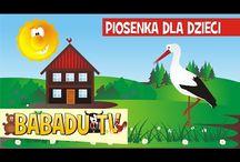 Babadu Tv - Piosenki dla Dzieci / Najpiękniejsze polskie piosenki dla dzieci. Wspólne śpiewanie, tańczenie, muzykowanie intensywnie scalają grupę wpływając na właściwe interakcje społeczne, także jak zdyscyplinowanie, odpowiedzialność za powierzoną w zadaniu muzycznym rolę i wiele innych.