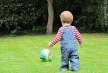Rendi il Giardino Sicuro e Spassoso Per i Tuoi Figli / Giocare è estremamante importante per i tuoi figli e non c'è posto migliore del cortile per farli divertire. Scopri come trasformare il tuo giardino in un luogo sicuro e divertente per loro e i loro amici.