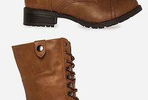 Vaatteet ja kengät ja laukut