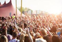 Die schönsten Musikfestivals in Europa / Von Rock bis Jazz : 10 der schönsten Musikfestivals in Europa Konzerte unter freiem Himmel gehören zu den schönsten Seiten des Sommers. Ob in Deutschland oder europaweit: Wir stellen Musikfestivals vor, die definitiv eine Reise wert sind. Vom riesigen Rockfestival bis zum Gratisklassikkonzert ist alles dabei.