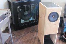 Lautsprecher und Hörner / Lautsprecher nach dem Hornprinzip oder mit Hörnern selbstgebaut.