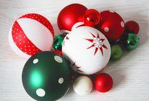 Veselé hrátky 2016/2017 / Čas radosti a veselí. Čas, kdy se setkáváme s rodinou a přáteli.  Zkuste si vytvořit vlastní dekorace s originálními skleněnými ozdobami s hravými dekory. Kombinace puntíků, proužků a pestrých barev vykouzlí o Vánocích veselou, nadčasovou a vyrovnanou atmosféru.