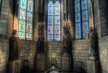 katedrály, kostoly, kláštory,...