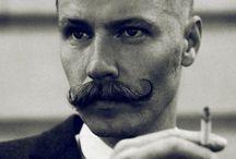 L' homme à la moustache