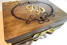 Caixa de madeira com pintura rústica