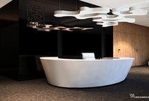 Biuro Polservice / Wnętrze biurowca Polservice, wykonane w kooperacji z biurem DSGN. Projekt obejmował części wspólne, takie jak hol wejściowy z recepcją, klatki schodowe, ciągi komunikacyjne, pomieszczenia socjalne i sanitariaty, a także pokoje biurowe, gabinety i sale konferencyjne. Wnętrze utrzymane w stonowanych, ciemnych barwach, osiągniętych dzięki użyciu kamienia płomieniowatego i fornirów z orzecha amerykańskiego. W wystroju zastosowano meble – ikony designu.  www.bartekwlodarczyk.com
