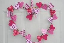 Door Hangers/Wreaths / by Breanna Pate