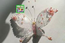 Borboletas de Garrafa Pet e outros / Veja mais ideias no Facebook  e no Blog do Fika a Dika
