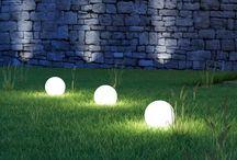 Свет в ландшафтном дизайне / Декоративное освещение в ландшафтном дизайне. Садовые светильники, подсветка водоемов, деревьев, скульптур.