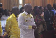 Culte à l'église Vases d'Honneur / Cultes à l'église Vases d'Honneur à Abidjan en Côte d'Ivoire. Un véritable adorateur ne peut être vaincu ! C'est sur ce thème ô combien important que le Saint-Esprit nous a conduits lors des 3 cultes à l'église Vases d'Honneur à Abidjan en Côte d'Ivoire, le 2 octobre 2016. Je prie que Dieu suscite dans cette nation un peuple nombreux de véritables adorateurs, passionnés de Dieu, inarrêtables, instoppables, invicibles, au nom de Jésus ! Pasteur Yvan Castanou.