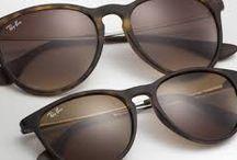 Ray-Ban Erika ❤️ / Quer garantir o seu? Na loja QÓculos, os modelos de óculos de sol Ray-Ban Erika se destacam pela versatilidade e beleza. Temos diversas variações de tons e armações em veludo ou acetato, em até 12x sem juros. Para elas, cores como roxo, amarelo, lilás ou azul, com armação espelhada em veludo. Já para eles, os modelos preto com lente espelhada e fosca ou o tartaruga com lente fosca trazem estilo e uma cara nova e moderna para o visual. Não fique sem o seu!