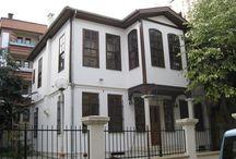 Старые турецкие дома / Несмотря на бурное развитие строительной отрасти, в Турции можно еще встретить индивидуальные дома, которым 100 и более лет. Приводим подборку некоторых из них.