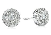 SHINES TO BRIGHT / Diamonds, jewelry real to shine!  / by Anneliesse Rek