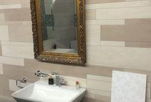 """Royal Mosa und KerBin, zwei starke Partner / Mosa ist ein niederländischer Fliesenhersteller. In unserer Ausstellung finden Sie alle wichtigen Serien des innovativen Herstellers, von der """"berühmten """" Terra Maestricht"""", der klassischen Linie Scenes, der farbenfrohen Wand- und Boden Linie Global Collection oder der großformatigen Serie Solids sowie der integrierten Duschrinne Shower Drain. Auf über 500 m² Ausstellungsfläche finden Sie sicher die ein oder andere Rarität!"""