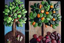 alberi di pietra / Stone trees / alberi realizzati su base di legno, mediante assemblaggio di sassi dipinti -  trees realized of wood-based, through assembly of painted rocks