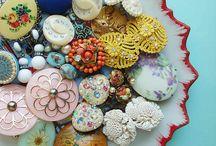 button beauty / by Julia Wykes