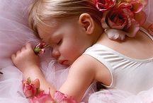 Lieve Meisjeskamer / Maak van de meisjeskamer een echte roze wolk en laat u inspireren! Van prinses tot ballerina en van dieren tot hartjes: mooie dekbedovertrekken, lieve prints, speelse ideeën en inspiratie voor de meisjeskamer vindt u hier.