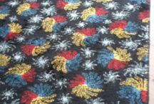 ZEKİ MÜREN / Zeki Müren imzalı, Kadifeden Kesesi adlı halı. Zeki Müren 'in kendi çizdiği desenlerden, 1968 yılında özel olarak Isparta'da dokunan 12 halının en gözde olanı. Siyah zemin üzerine desenli, Kadifeden Kesesi ve Zeki Müren yazılı ve Zeki Müren imzası bulunan bir eşi olmayan halı. (2.10×1.20)  (letgo'da satıyorum).