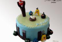 Dečije torte Angry Birds / www.pocoloco.rs Želite moderno ukrašenu tortu koja je pritom kao po receptu iz bakine kuhinje? Nudimo veliki izbor torti izrađenih od najkvalitetnijih sastojaka (maslac, plazma keks, slatka pavlaka, orasi, lešnici, bademi, šumsko voće...) po tradicionalnim receptima. Kvalitet naših torti garantuje i HACCP standard! Dostavu u Pančevu, Beogradu, Vršacu (po dogovoru i šire) vršimo klimatizovanim vozilima.