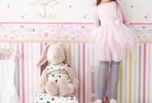 Wallpaper for Girl's Nursery / Inspiration for Girl's Nursery / Bedroom