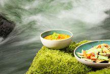 Nutrition Paléo / Le régime paléo est une alimentation moderne qui priorise les catégories d'aliments dont chacun se nourrissait, il y a plus de 500 générations : fruits et légumes frais et de saison, fruits oléagineux, viandes maigres, poissons et fruits de mer.