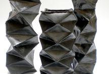 shinyblack / Vasi e contenitori in paperclay, terrasigillata, cottura bucchero