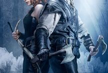 Huntsman: Winter´s War (2016) / Eric and fellow warrior Sara, raised as members of ice Queen Freya's army, try to conceal their forbidden love as they fight to survive the wicked intentions of both Freya and her sister Ravenna. Staring: Chris Hemsworth, Jessica Chastain, Emily Blunt, Charlize Theron, Nick Frost, Sheridan Smith, Rob Brydon, Alexandra Roach, Sam Claflin, Colin Morgan, Sam Hazeldine, Lynne Wilmot, Annabelle Dowler, Sophie Cookson, Mark Haldor, Zoe McLane, Ian Davies, Sarah Sharman...