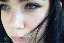 Thick Eyebrows Makeup