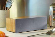 Kitchen / Cuisine / Une enceinte aux finitions bois ou une radio tendance 'british', quoi de mieux pour habiller et sonoriser votre cuisine ?