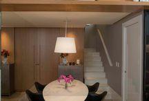 Escada de concreto / Ideal para quem busca uma opção acessível e com visual industrial, podendo ser utilizado tanto em ambientes internos quanto externos, se inspire!