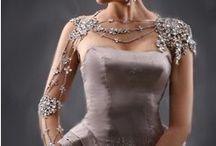 Bijou d'épaule mariage cérémonie / bijoux pour le corps de la mariée dignes des mille et une nuits. Ces bijoux d'épaule mariage s'adaptent magnifiquement sur le cou, les épaules et même sur les bras jusqu'à la main. Ces bijoux sont sublimes aussi bien vu devant que de dos, la mariée sera admirée sous toutes les coutures !