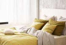Atmosphère jaune / Nulle couleur n'est plus joyeuse que le jaune. Couleur du soleil, de la fête et de la joie, elle permet d'égayer un univers et de le faire rayonner. Il est vrai que le jaune est une couleur chaleureuse et stimulante. Tout comme le soleil qui diffuse ses rassurants rayons porteurs de vie sur terre, le jaune est la couleur de la vie et du mouvement. #teinturetextile #teinturesideal #style #diy #decoration #beautiful #arcenciel #colorful #fashion #todolist #jaune #soleil
