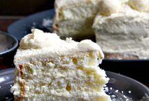 Retete de dulciuri festive pentru Craciun / Aici vei gasi sursa de inspiratie pentru retetele tale de deserturi festive pentru Craciun: prajituri cu foi si crema, prajituri simple, fursecuri, torturi, tarte