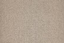 Bravo - Carpete residencial / Decore com elegância e ótimo custo-benefício Com o carpete Bravo® é possível criar ótimas combinações de cores. Sóbrio e básico, é uma excelente opção para quem busca praticidade e custo-benefício. Fabricado com Stainproof Miracle Fibre®, é à prova de manchas e de rápida e prática manutenção.