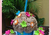 Cupcake gigante / Tarta de cupcake gigante con bizcocho de chocolate puro y buttercream de exquisito chocolate. By Olivia Lisando cakes