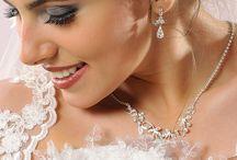 10 pravidiel pri výbere vhodných doplnkov k Tvojim svadobným šatám (nielen pre nevesty)