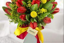 Tulip bouquets/ Buchete cu lalele / Format din unele dintre cele mai frumoase flori de primăvară, un buchet cu lalele este o incantare pentru oricine.