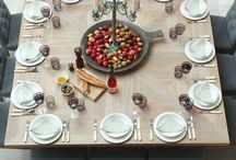 Holiday Decor / Set the table in style.
