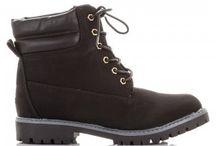 Trapery damskie - obuwie trekkingowe / Bogata oferta traperów damskich, taniego obuwia trekkingoweg dla modnych Pań. Oferujemy solidne i trwałe obuwie damskie zgodne z obowiązującymi trendami w modzie damskiej