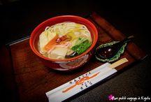 Restaurant Soba & Udon (Kyoto) / Près du sanctuaire Heian-jingû, se trouve le restaurant Kyônaya dont la spécialité est les pâtes japonaises populaires à base de farine de blé.  On les appelle Udon.  Plus d'informations et de photos sur : http://voyageakyoto.fr/kyonaya/  #Kyoto #Udon #Kyonaya