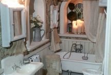 Mini Bath Inspiration / Real and miniature bathrooms to reference for making miniature bathrooms
