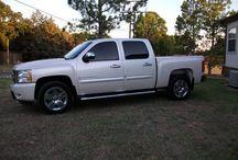 2009 Chevrolet Silverado - $25,000 / Make:  Chevrolet Model:  Silverado Year:  2009 Body Style:  Pickup Trucks Exterior Color: White Interior Color: Beige Doors: Four Door Vehicle Condition: Excellent   Phone:  580-471-8427   For More Info Visit: http://UnitedCarExchange.com/a1/2009-Chevrolet-Silverado-281169425163