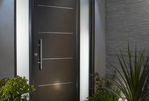 Drzwi wejściowe i daszki