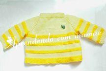 Casaquinho bicolor de tricô para recém nascido / casaquinho feito com a lã Super Bebê da Cisne, botões transparentes e feito a mão