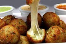 Petiscos bolinho de mandioca c/queijo