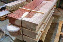 Roter Naturstein...roter Granit...im Haus und Garten- und Landschaftsbau / ROTER NATURSTEIN GRANIT und GNEIS– rote Natursteine haben eine unterschiedliche Farbintensität… nass…intensiver und trocken…blasser…Die Bearbeitungsmethode des Steins ist auch wichtig für eine Farbsättigung…Die Vielfalt von Erzeugnissen aus rotem Naturstein ist wirklich groß…Pflastersteine, Mauersteine, Platten, Splitt usw.