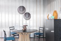 390 LEBEAU WOOD, design Patrick Jouin / 2003年にパトリック・ジュアンがデザインしたLEBEAU(ルボー)テーブルがリデザインされました。カッシーナの高度な木工技術が集約されており、22本の無垢材から成る壮観な曲線を描くベース部分は、建築的美しさで人々を魅了します。形状そのものはもちろん、光が射しスリットを通して床に落とす影までもが美しいデザインです。