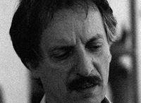 Vinicio Rovai / Figlio di un artigiano del marmo, frequenta fin da bambino lo studio di Franco Miozzo, che è suo insegnante anche presso l'Istituto Statale d'Arte Stagio Stagi di Pietrasanta, da cui consegue il diploma di Maestro d'Arte nel 1962